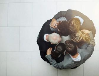 Vertrauen aufbauen und Beziehungen intensivieren: 13 wirksame Regeln zum Ausprobieren